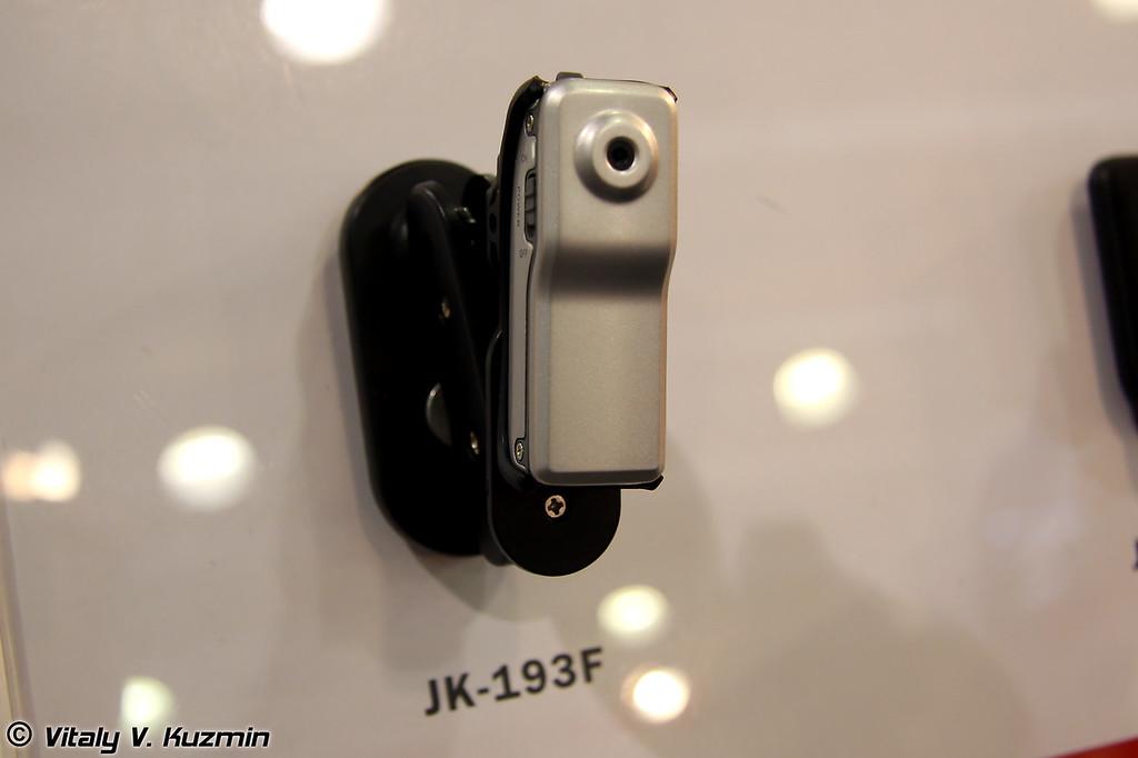 Довольно компактные Мини DV карманные камеры. Память на 4 гигабайта.