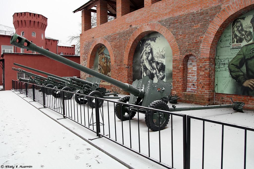85-мм дивизионная пушка Д-44 (85mm divisional gun D-44)
