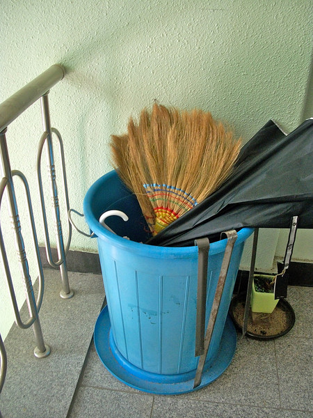typical Korean broom...not sure why, but brooms from all over the world facinate me.