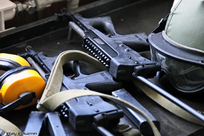 Витязь на стрельбе использовал ПП-2000 (Vityaz used PP-2000 for shooting)