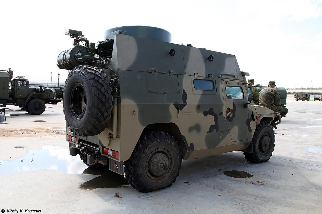 Машина управления П-230Т на базе бронеавтомобиля Тигр-М (P-230T command and signal vehicle on Tigr-M chassis)
