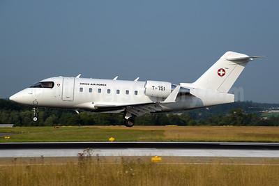 Swiss Air Force Canadair CL-600-2B16 Challenger 604 T-751 (msn 5530) ZRH (Rolf Wallner). Image: 954495.
