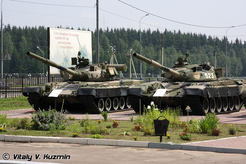 Т-80Б и Т-72А (T-80B and T-72A)