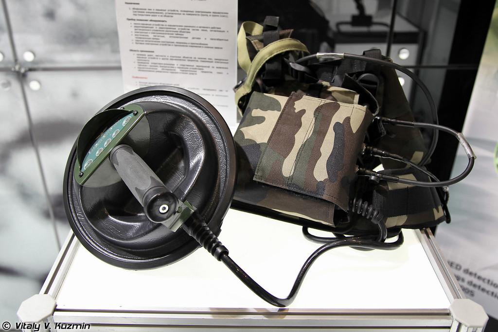 Детектор нелинейных переходов NR-900EK3M КОРШУН предназначен для обнаружения мин и взрывных устройств, оснащенных электронными взрывателями (NR-900EK3M Korshun explosives detector)