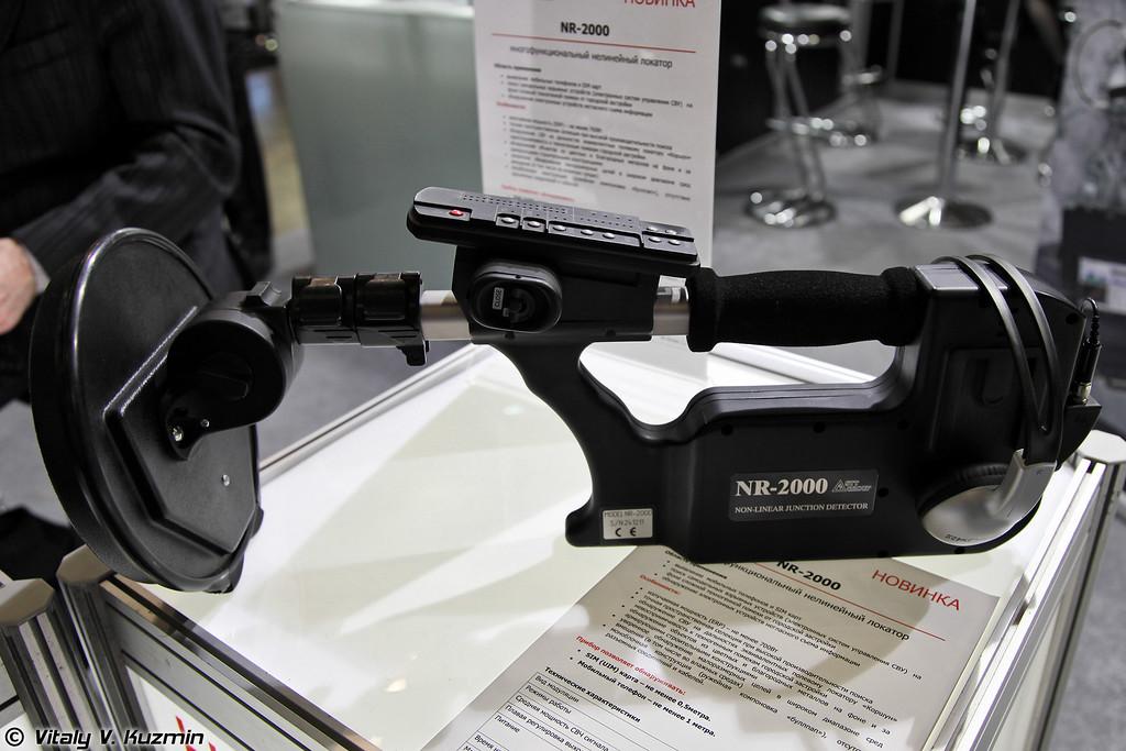 Многофункциональный нелинейный локатор NR-2000 предназначен для поиска электронных устройств,содержащих полупроводниковые компоненты (NR-2000 multifunctional detector)