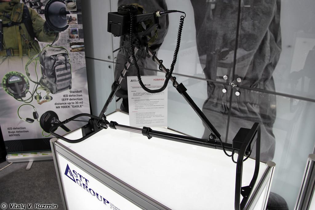 Переносной искатель проводных линий управления NR-12C. Предназначен для обнаружения кабельных линий управления взрывных устройств (NR-12C explosives cable detector)