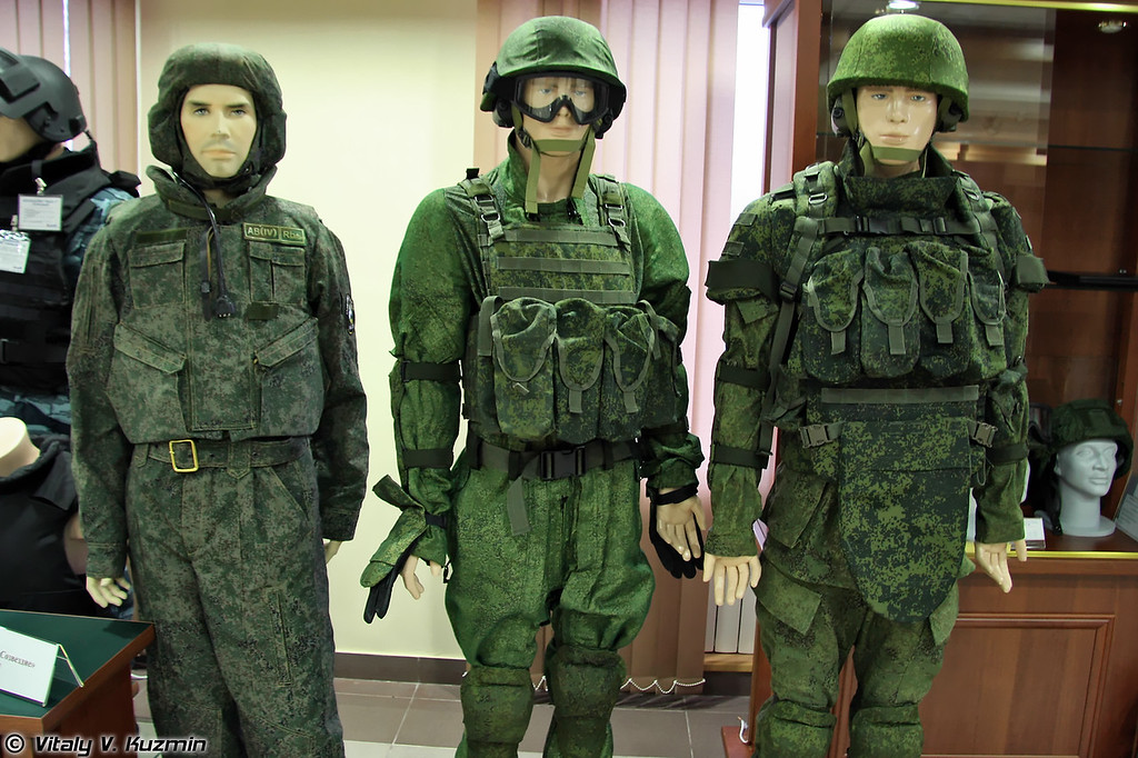 Защитный комплект 6Б15 для экипажей боевых машин, боевой защитный комплект 6Б21 Пермячка и один из вариантов комплекта боевой индивидуальной экипировки Бармица (6B15 combat vehicles crew protective suit, 6B21 Permyachka combat suit, one of the variants of Barmitsa  combat suit)