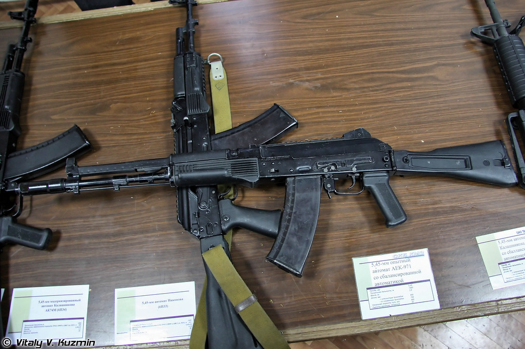 Автомат Калашникова со сбалансированной автоматикой АК-107 (AK-107 with balanced operating system)