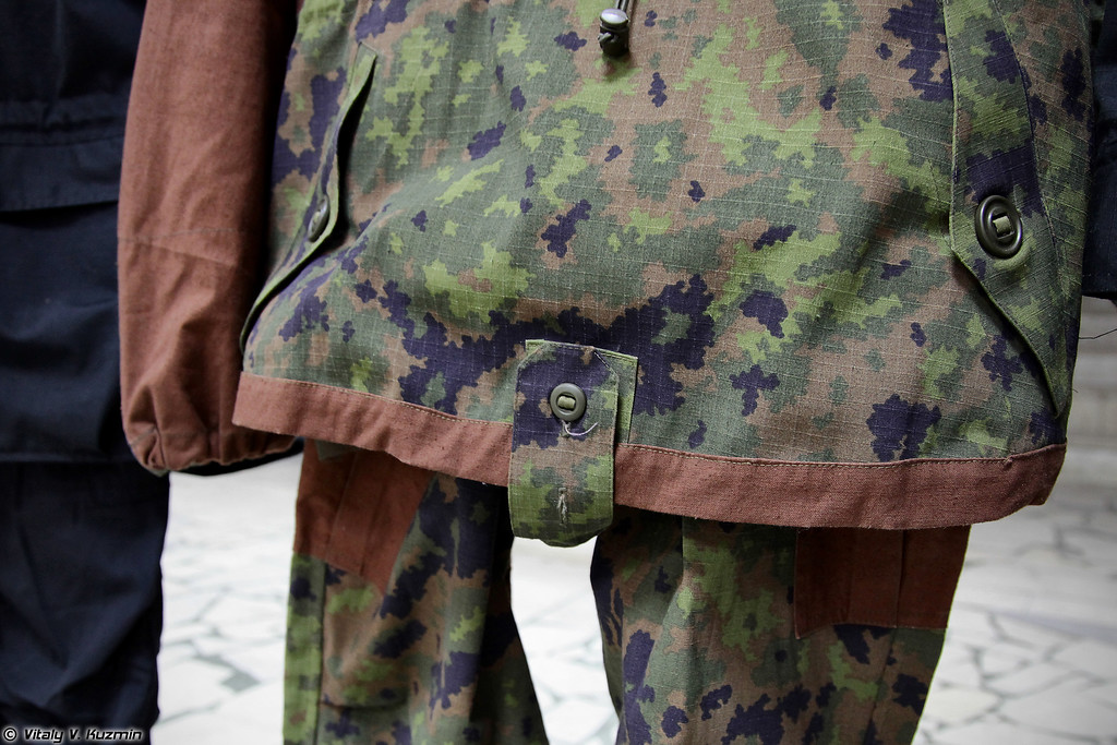 Экспериментальный горный костюм под рабочим названием Элита с возможностью навески естественных маскирующих элементов и защитой от биологических факторов в расцветке Ягель/Егерь (Experimental camo suit codename Elita in Eger/Yagel pattern)