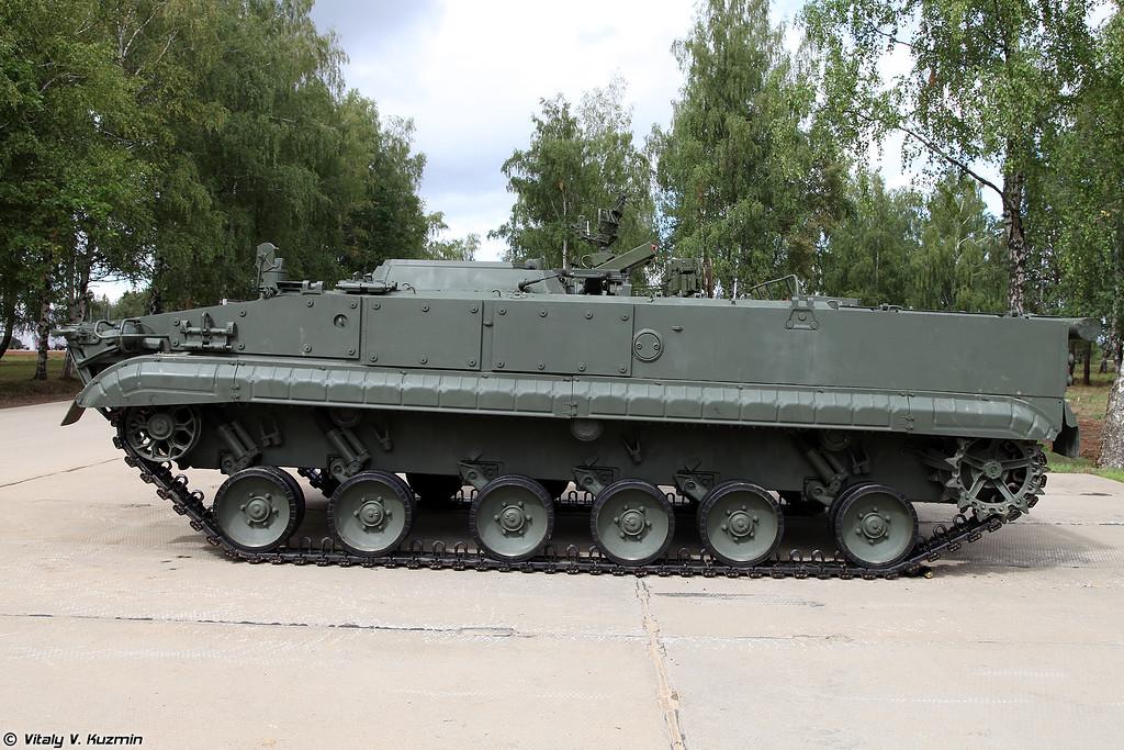 Боевая машина 9П157-2 противотанкового ракетного комплекса 9К123 Хризантема-С (9P157-2 combat vehicle from 9K123 Khrizantema-S anti-tank missile system)
