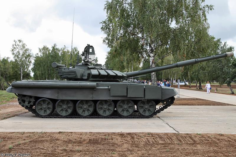 Фотографии танка Т-72Б3М/Б4 (Walkaround of T-72B3M/B4 tank - a special version of T-72B3 for tank biathlon)