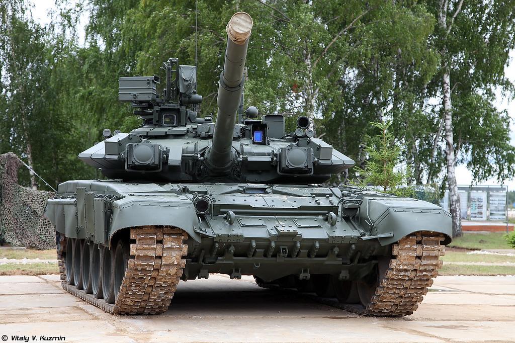 Т-90А был выставлен рядом (T-90A was placed near for comparison)