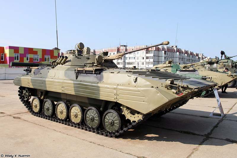 БМП-2 (BMP-2 infantry fighting vehicle)
