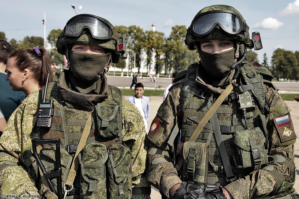 Комплект боевой экипировки Ратник в вариантах для разведчика (Ratnik infantry combat system in two variants for scouts)
