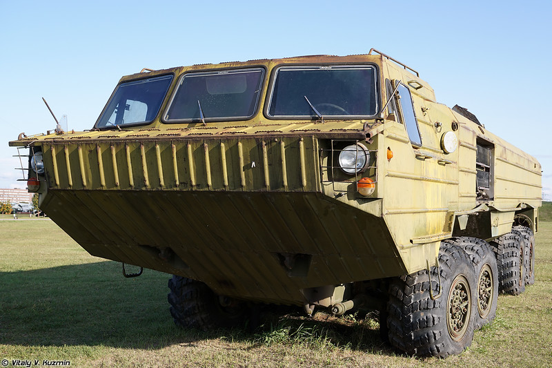 Второй экземпляр колесного шасси БАЗ-6944 в экспозиции (BAZ-6944 special chassis, the second vehicle in the collection)