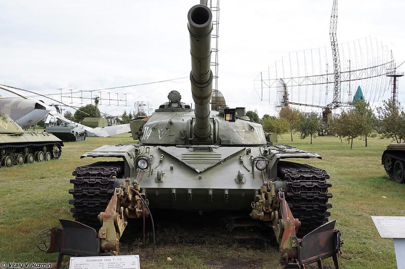 Т-72 переходная модель с минным тралом КМТ-8 (T-72 intermediate model with KMT-8 mine plow)
