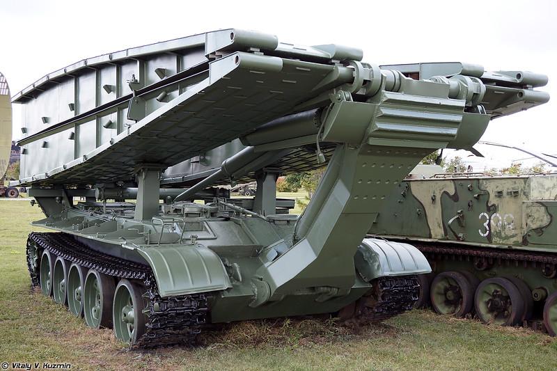 Танковый мостоукладчик МТУ-55 (MTU-55 bridge-laying vehicle)