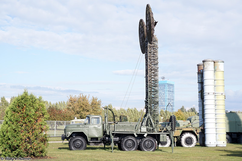 Мобильная антенная опора станции Р-412Ф (R-412F signal vehicle)