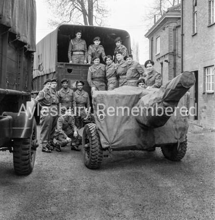 Territorials off to camp, Apr 20th 1963