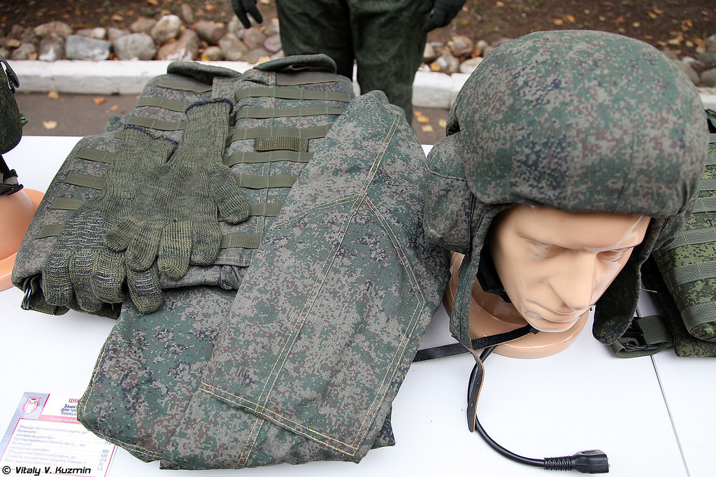 Защитный комплект для членов экипажей боевых машин 6Б48 (6B48 protective kit for armored vehicles' crew)