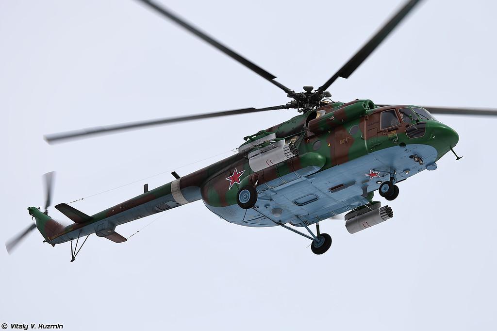Ми-8АМТШ осуществляет поддержку с воздуха (Mi-8AMTSh provides air support)