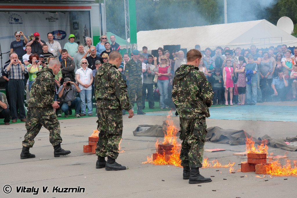 Показательное выступление военнослужащих 45 отдельного гвардейского полка специального назначения ВДВ России (45th Detached Guards Special Purpose Regiment of Airborne troops)