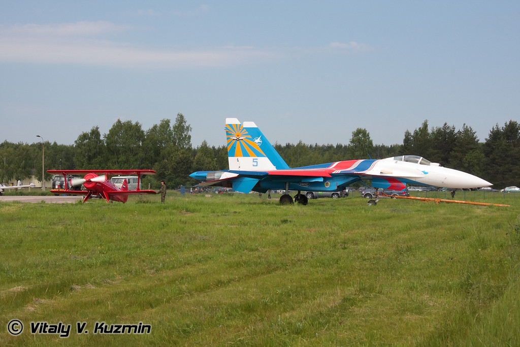Су-35 и Ф-1 Фаворит (Su-35 and F-1 Favorit)