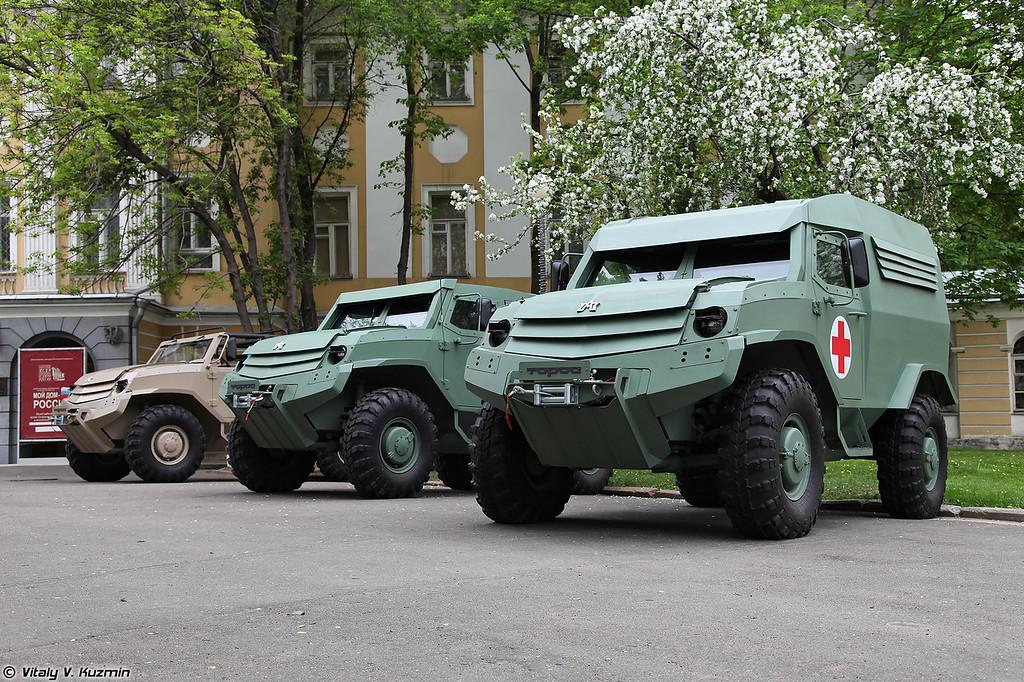 Семейство бронеавтомобилей Торос: командирский, базовый и санитарный (Toros armored vehicles: commander, basic and medic variants)