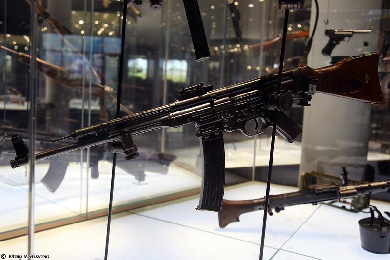 Автомат MP43 (MP43 assault rifle)