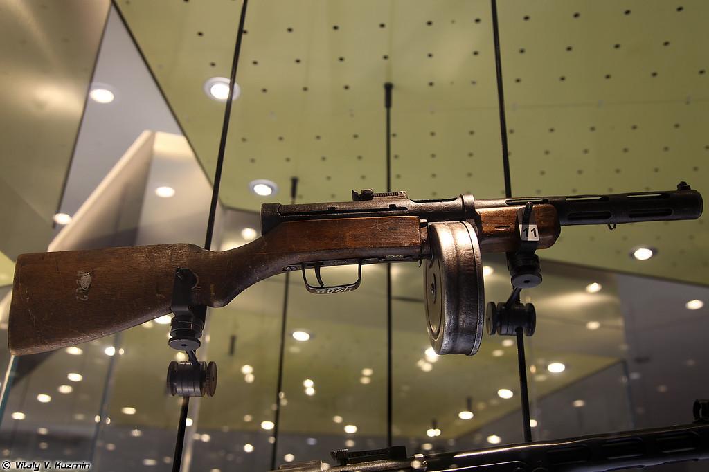 Пистолет-пулемет Дегтярева ППД-40 (PPD-40 Degtyaryov submachine gun)