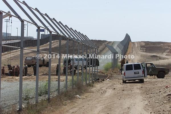 Wall_Between_USA_&_Mexico_2j391804