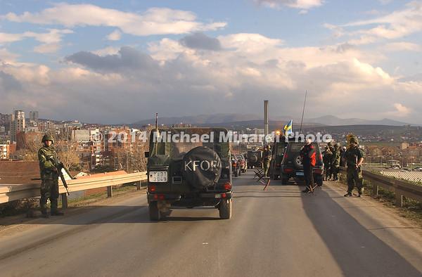 Road_block_to_capture_insurgant_hiding_in_Kosovo_Copyright_Minardi_026