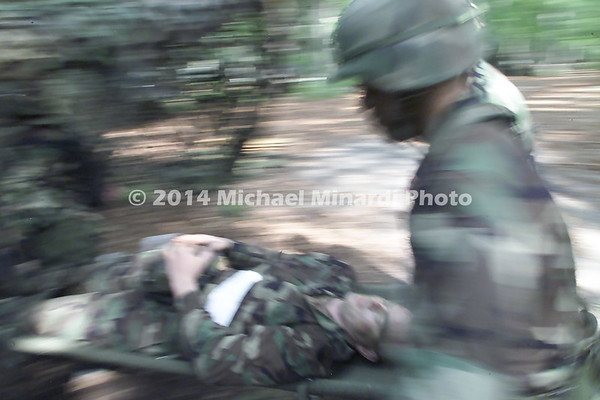 Wounded_Soldier_being_rushed_to_help_on_strecher