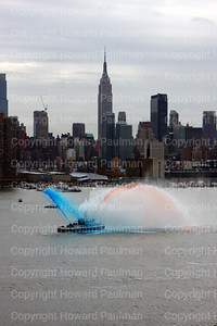 20091102_62_FDNY_Firefighter_No-1_salutes_USS_New_York_nyc