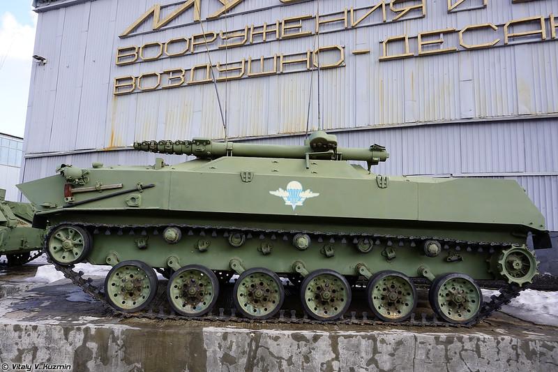 Радиостанция БМД-1Р (BMD-1R signal vehicle)