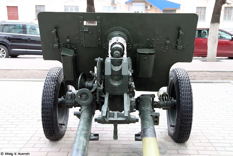 76-мм дивизионная пушка ЗИС-3 с затвором от 57-мм орудия ЗИС-2 и кнопочным спуском (76-mm divisional gun ZIS-3 with ZIS-2 bolt)