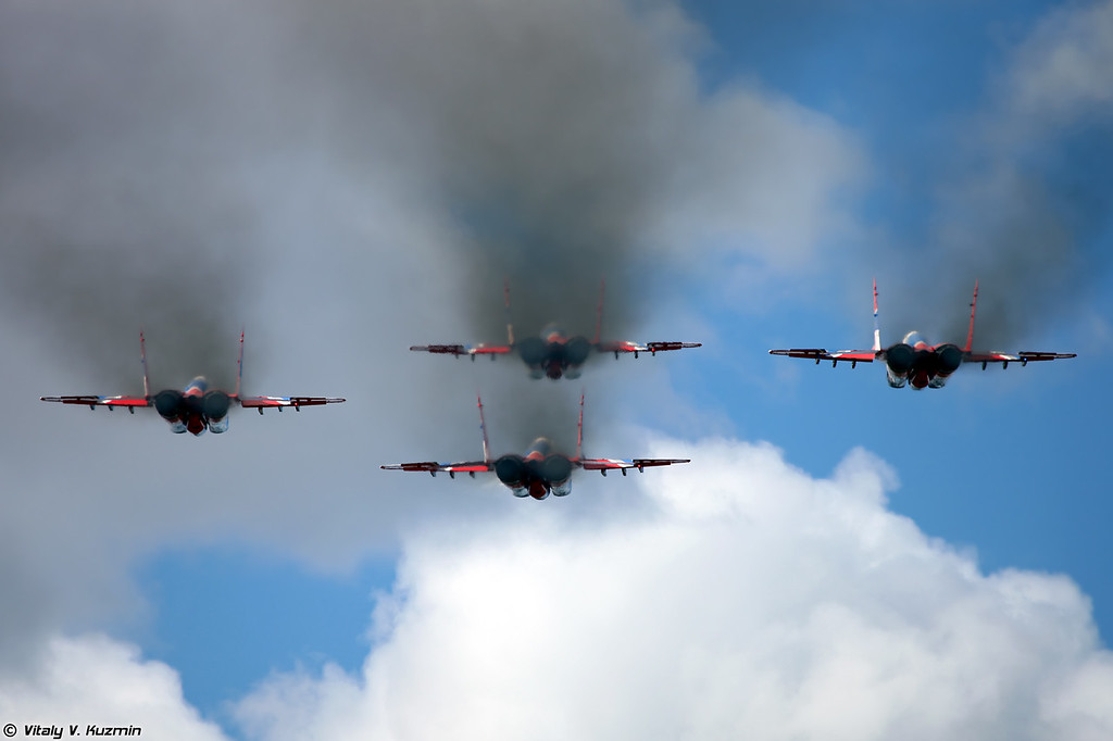 МиГ-29 АГВП Стрижи (MiG-29 The Swifts aerobatics display team)
