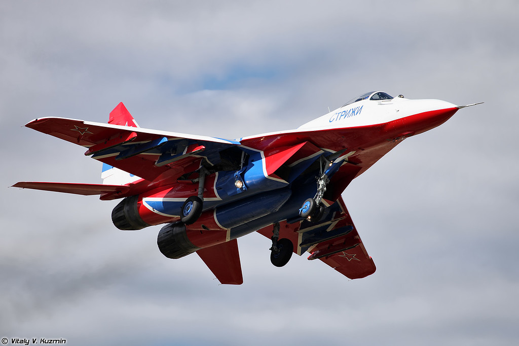 МиГ-29 АГВП Стрижи (MiG-29 The Swifts aerobatics display team)