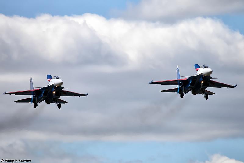 Су-30СМ АГВП Русские Витязи (Su-30SM Russian knights aerobatics display team)