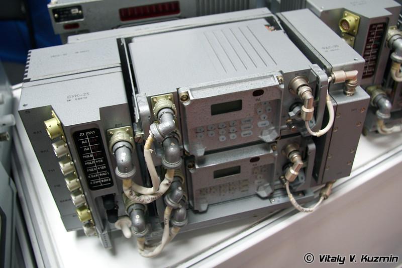 Радиостанция Р-168-25У2 для БМД-4 (R-168-25U2 radiostation for BMD-4)