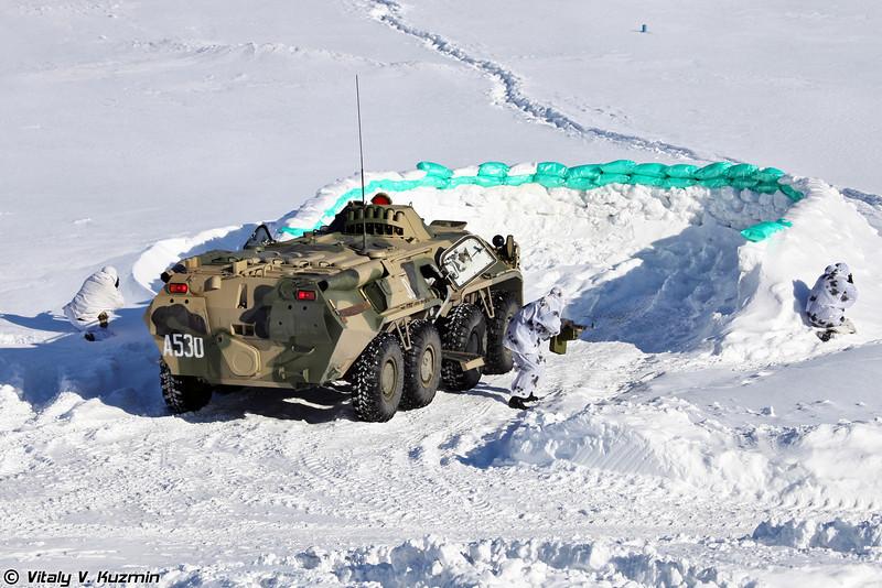 БТР-80 ведет огонь по условной бандгруппе (BTR-80)