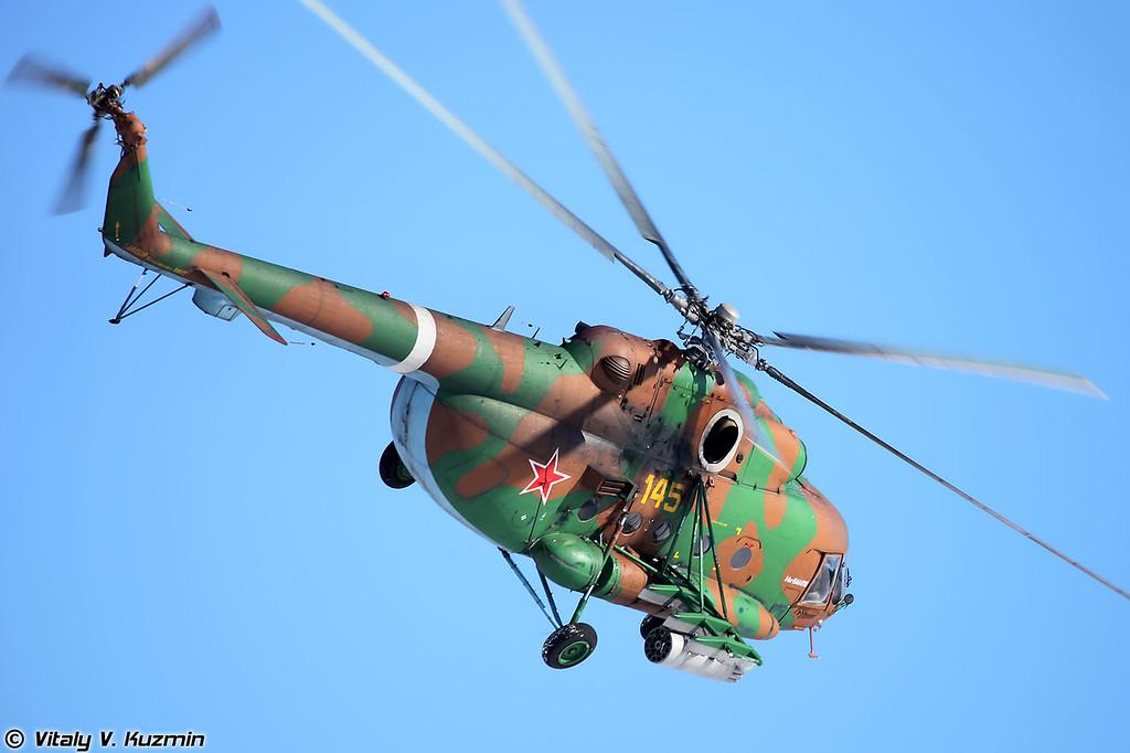Ми-8АМТШ авиации внутренних войск заходит для нанесения удара (Mi-8AMTSh)