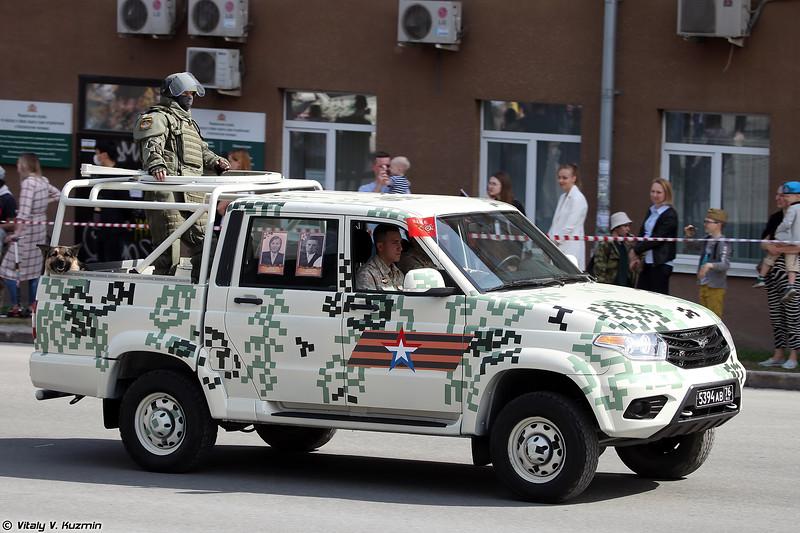 УАЗ-23632-148-65 Пикап и военнослужащий в комплекте ОВР-3Ш (UAZ-23632-148-65 Pickup and combat engineer in OVR-3Sh suit)