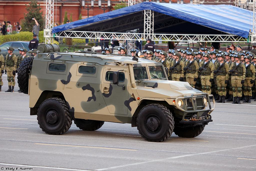Транспортная машина на базе АМН 233114 Тигр-М для РЛС разведки огневых позиций минометов 1Л271 Аистенок (Transport vehicle on AMN 233114 Tigr-M base for 1L271 Aistenok artillery detection radar)