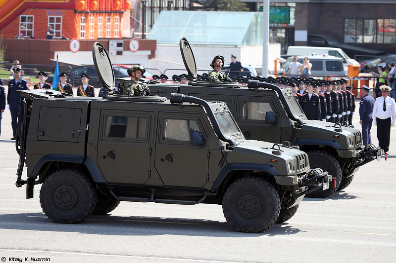 Бронеавтомобиль Рысь / Iveco LMV (Iveco LMV / Rys' armored vehicle)