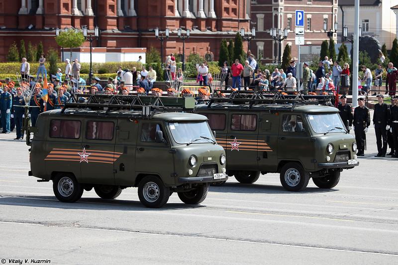 Изделие 83т288-ПАР-ВМ и подвижный узел связи Р-986М (Signal vehicles 83t288-PAR-VM and R-986M)