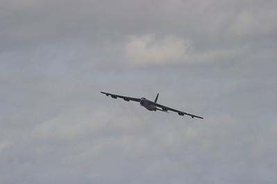 b-52_Takeoff_Wing-waggle_RAW2719