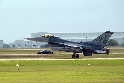 Landing F-16