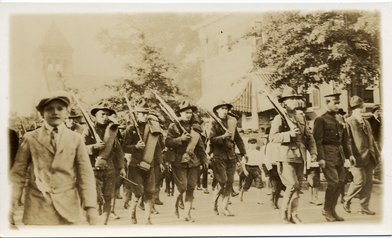 Lynchburg Musketeers Marching in Lynchburg (03264)