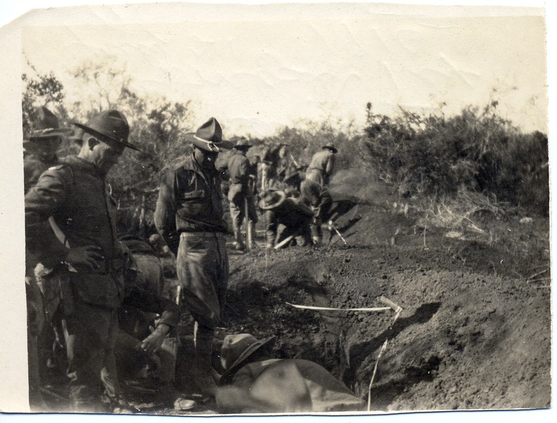 Lynchburg Musketeers Digging Trenches (03268)